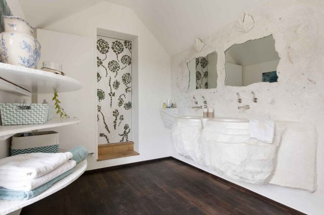 Pearly bathroom, halchimia nacred