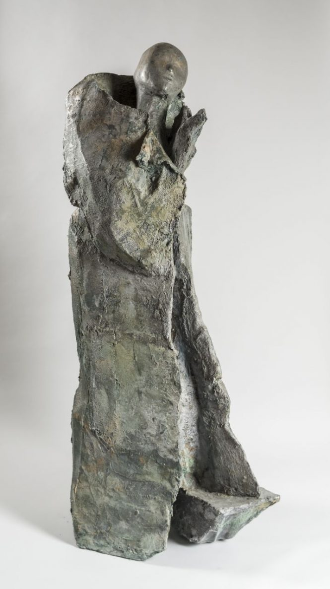 Vestige on The Rocks 1, halchimia, bronze, 133x40x40 cm